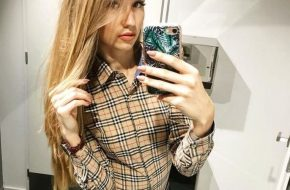 Девушки в рубашках (39 фото)