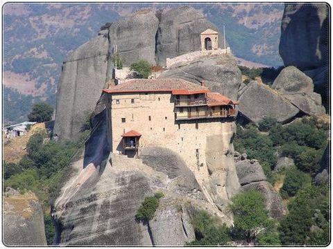 Красивые замки на скале (50 фото)