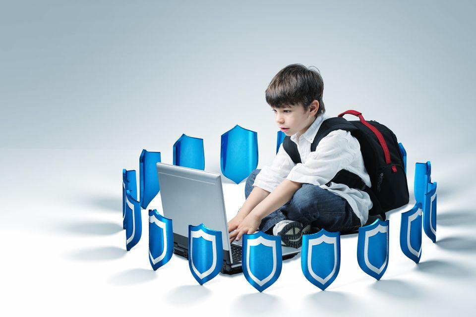 мальчик с нотбуком