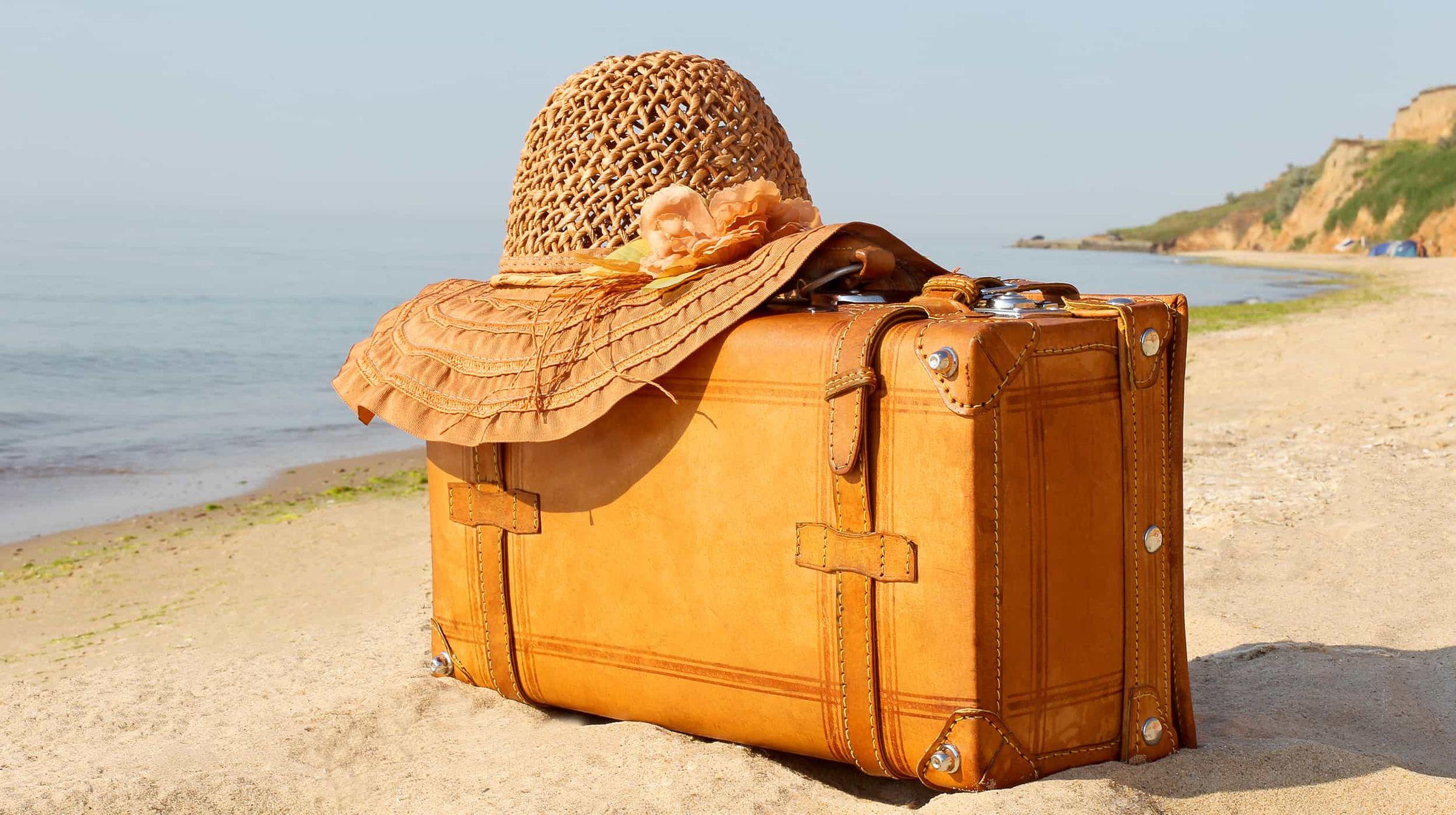 Картинки с чемоданами в отпуск прикольные