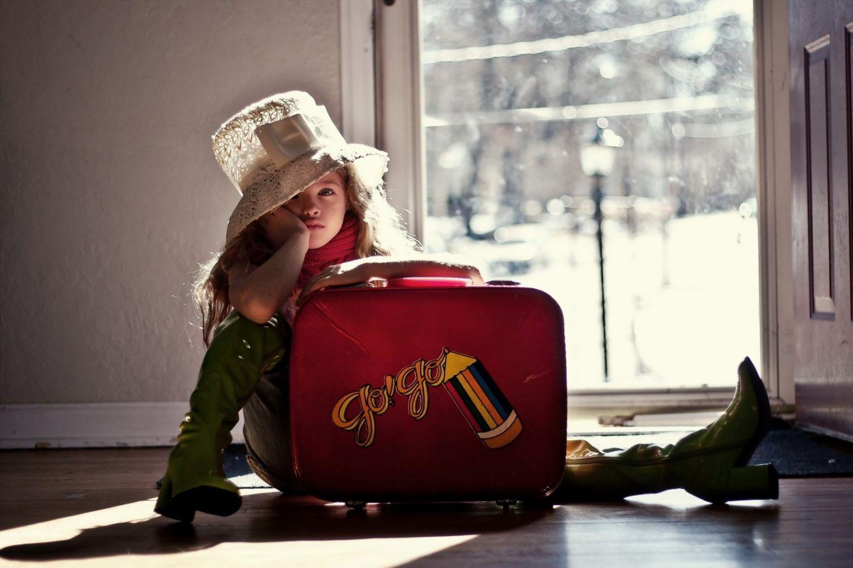 фото с чемоданом прикольное костюм