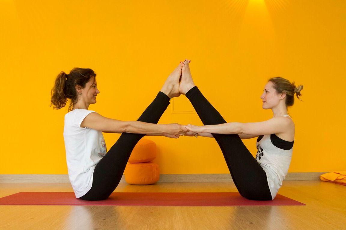преданию, этом картинки йога на двоих мужчин возбуждает