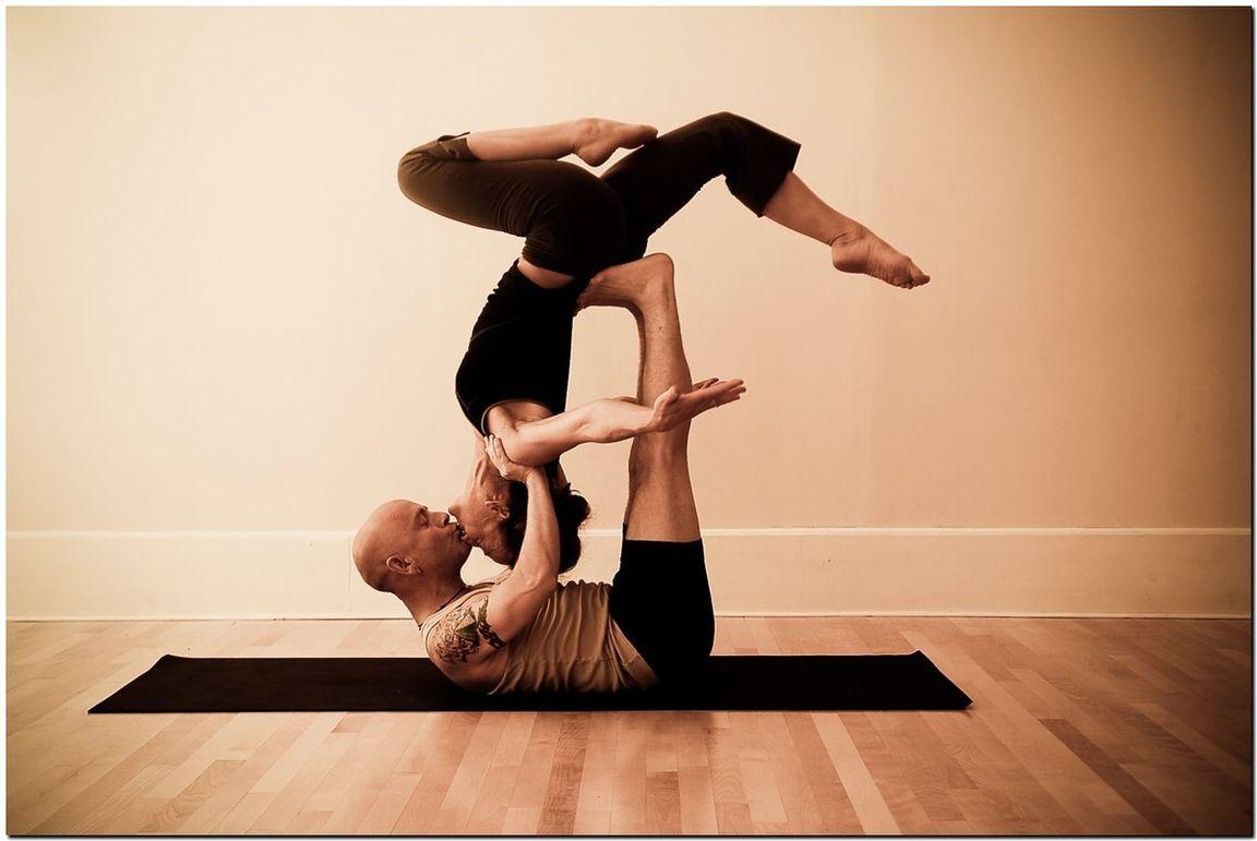 картинки для йоги для двоих несложные дерева