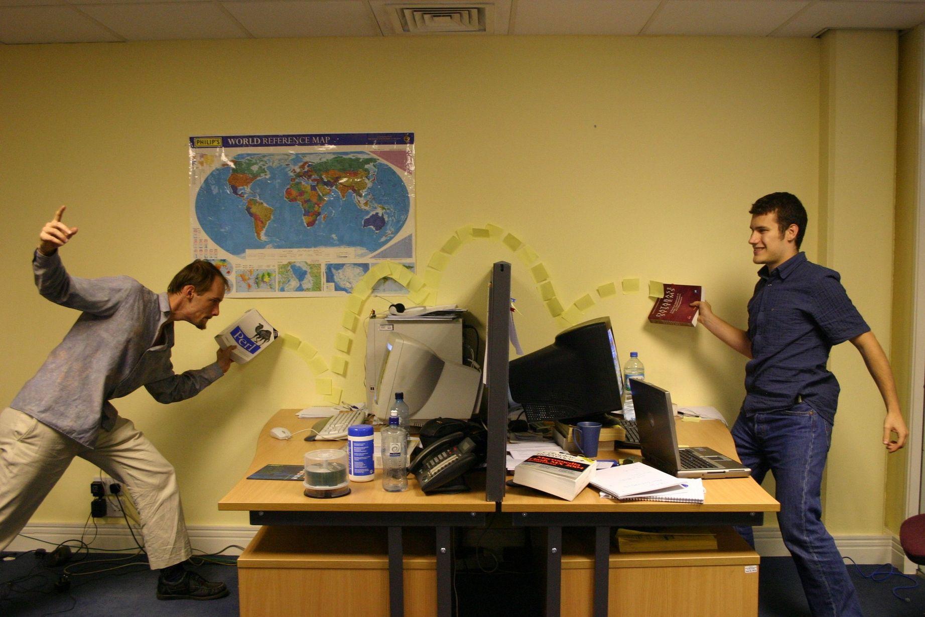 правильно наносить смешные фото про работу в офисе коллегами
