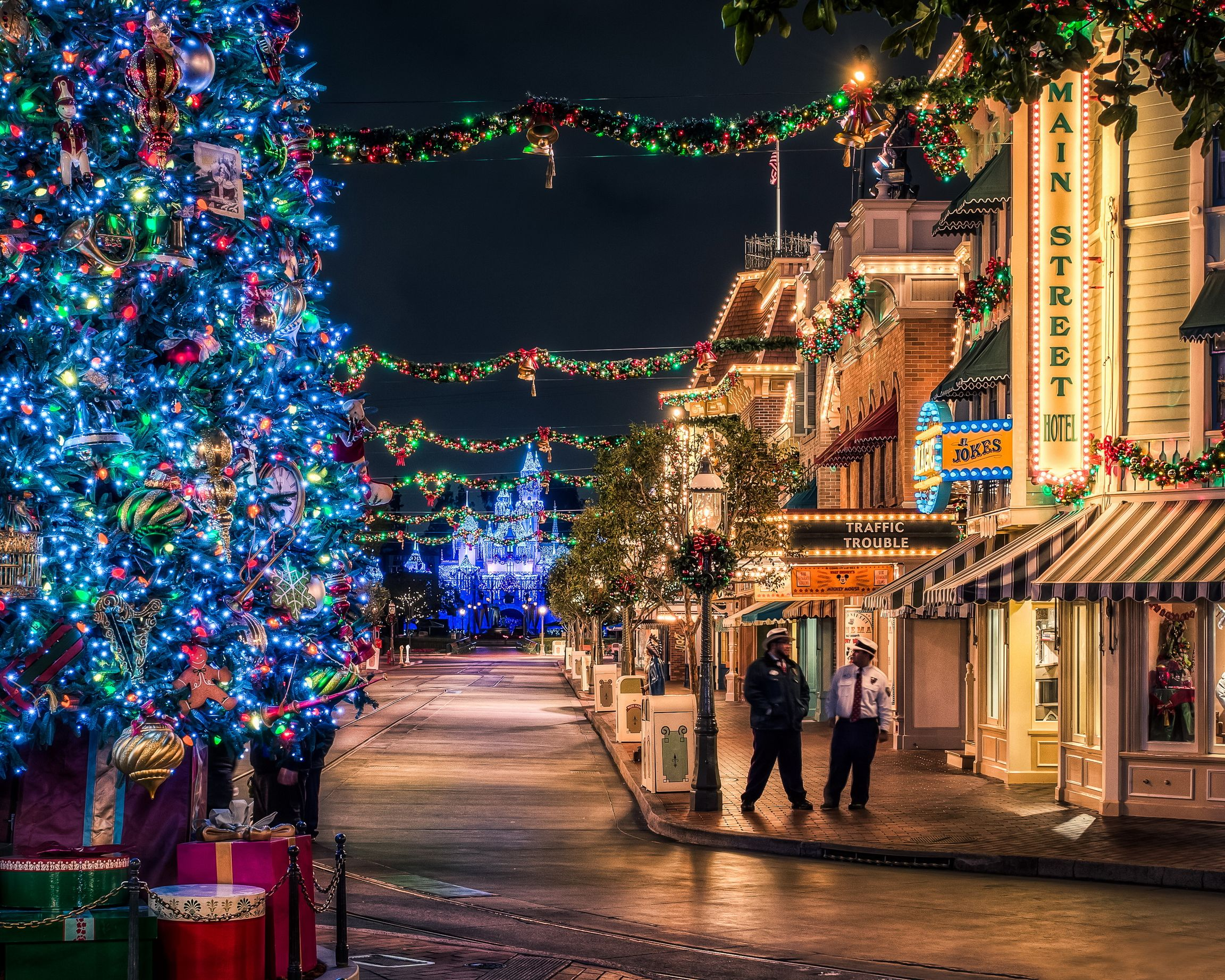 одной новогодний ночной город фото количество