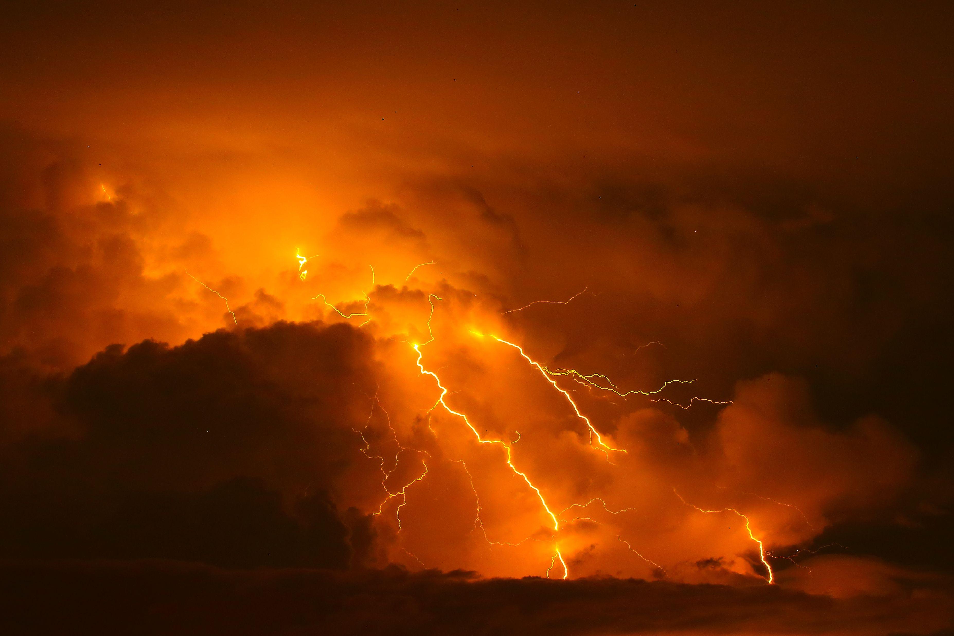 картинки молния и огонь