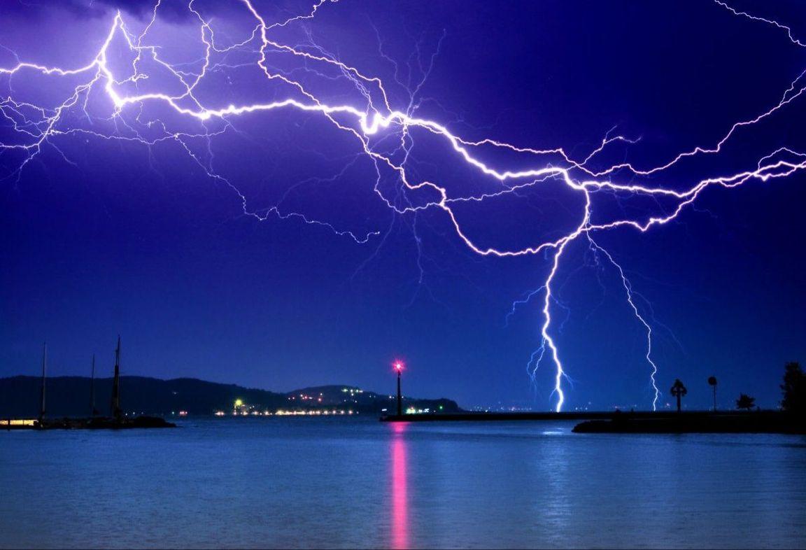 значок молния на море живое фото уже давно перестало