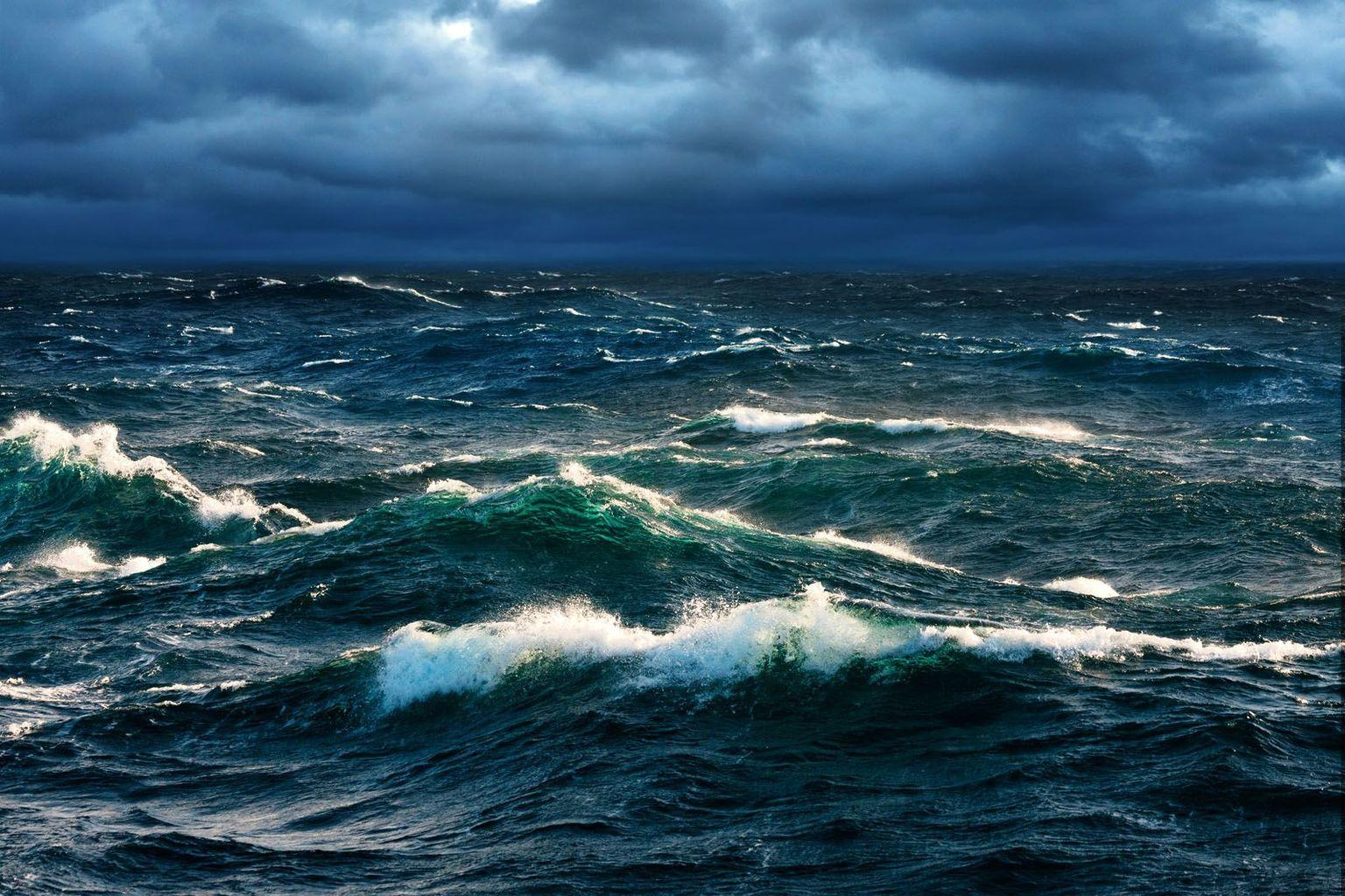 шторм в океане картинка на телефон имя было популярно