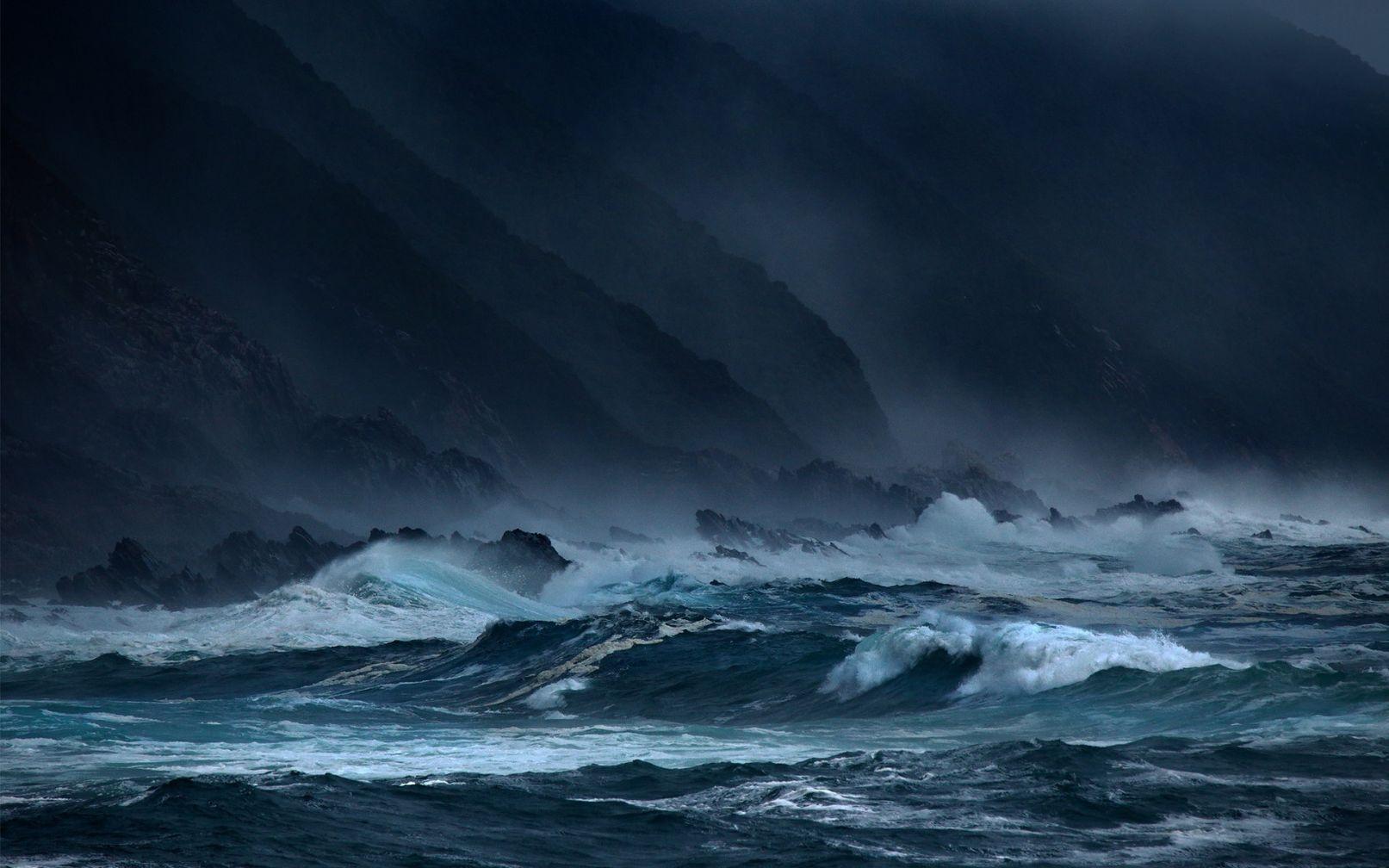 Шторм в океане картинка на телефон