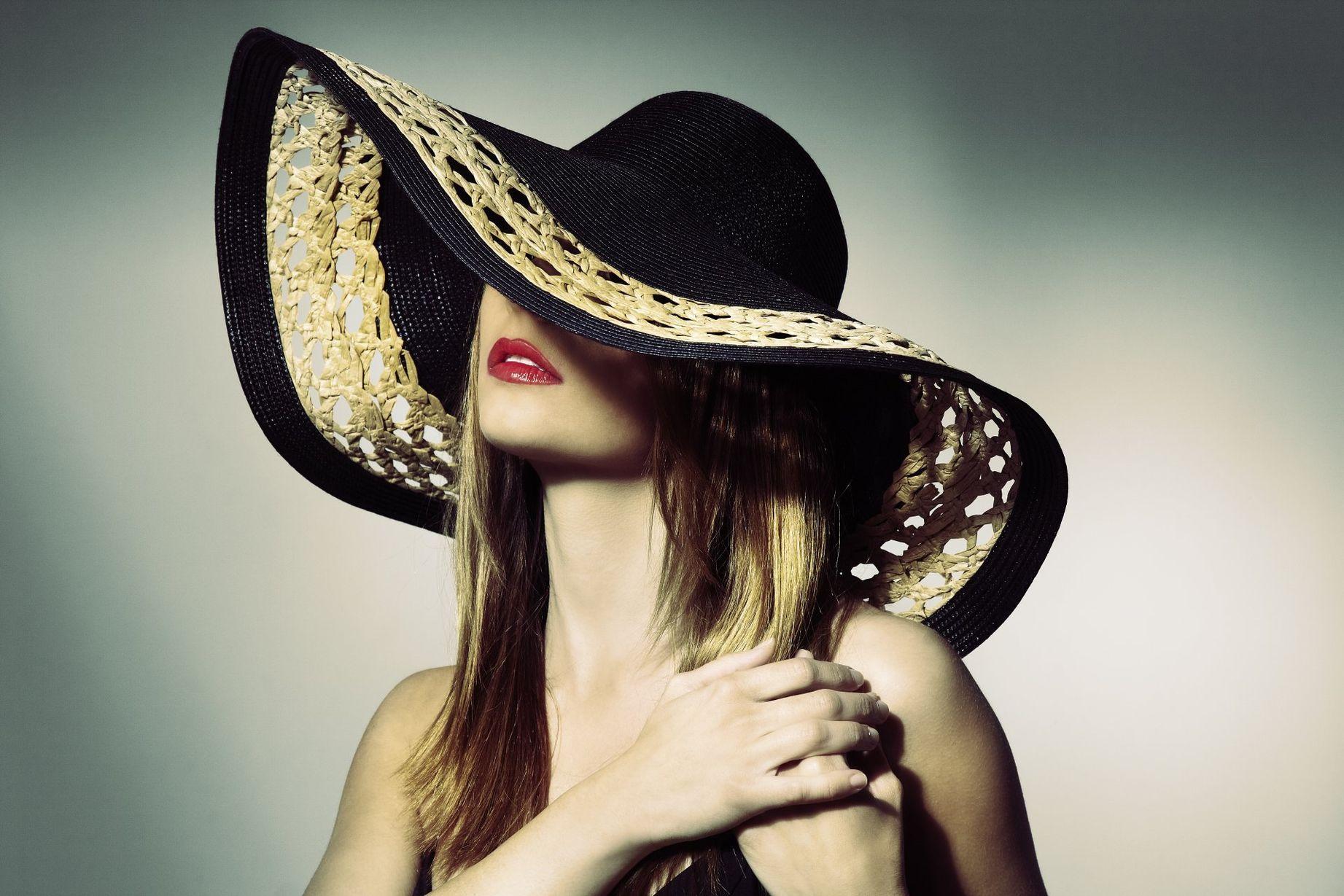 Картинка снимаю шляпу женскую